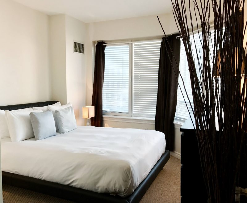 Corporate-Stays-Bedroom-e1492619993242