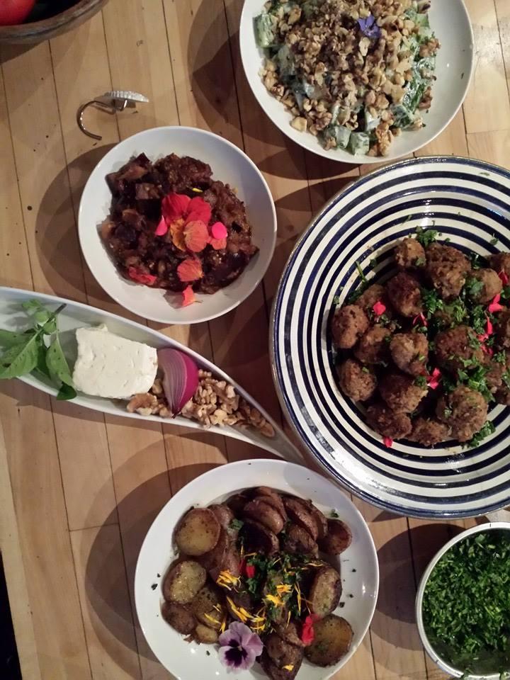 Beaucoup de plats à partager!
