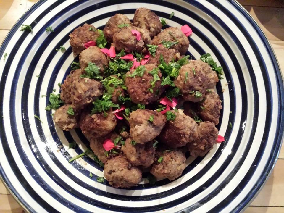 Boulettes de viandes, p.d.t douces et oignons caramélisés