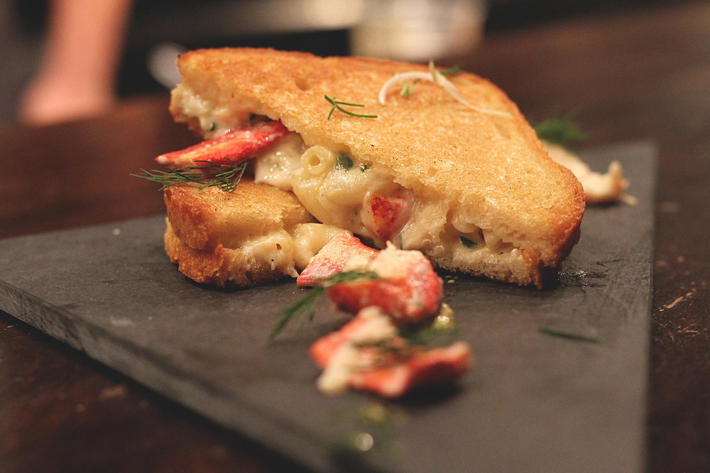 Grilled cheese, homard & pesto