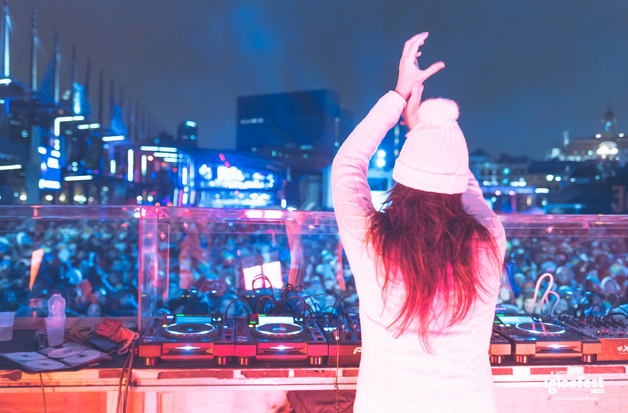 Igloofest Montreal Party Girl White Hat Hands Up DJ